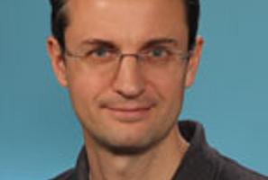 Dr. Kerschensteiner receives 2022 Cogan Award